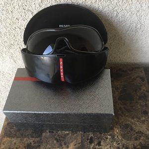 Prada Women's sunglasses color black size S